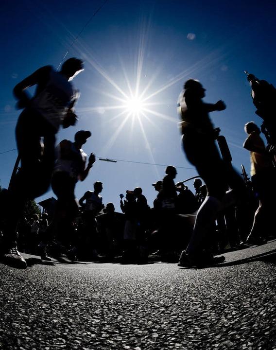 Die Füße schwellen von Etappe zu Etapp...tremsportlerin Heike Pawzik (rechts).     Foto: BZ/Bensiek