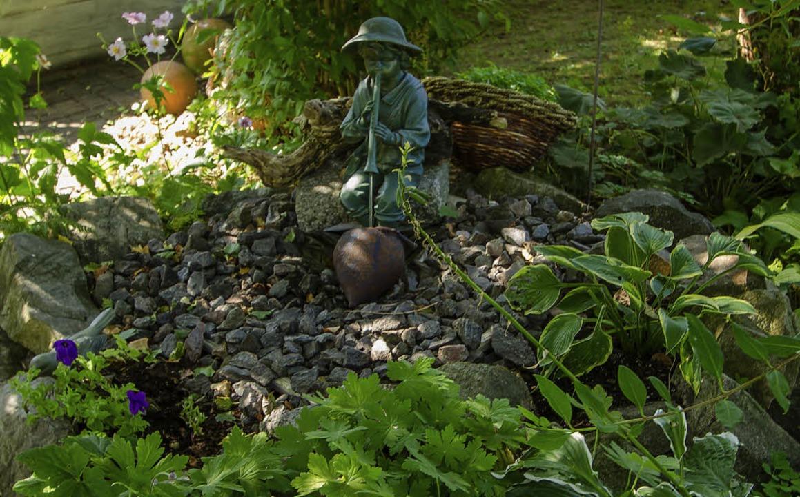 Ein lauschiges Plätzchen im Schatten am kleinen Brunnen  | Foto: Christiane Seifried