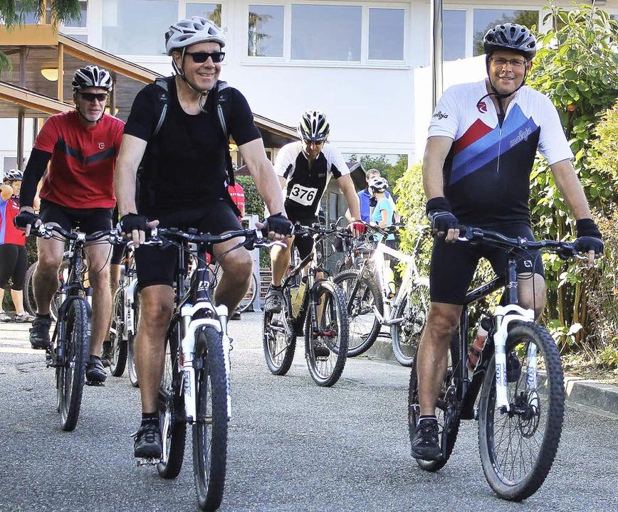 Nicht nur beim Start waren die  Hobbyradler frohgelaunt.   | Foto: Ulrike HIller