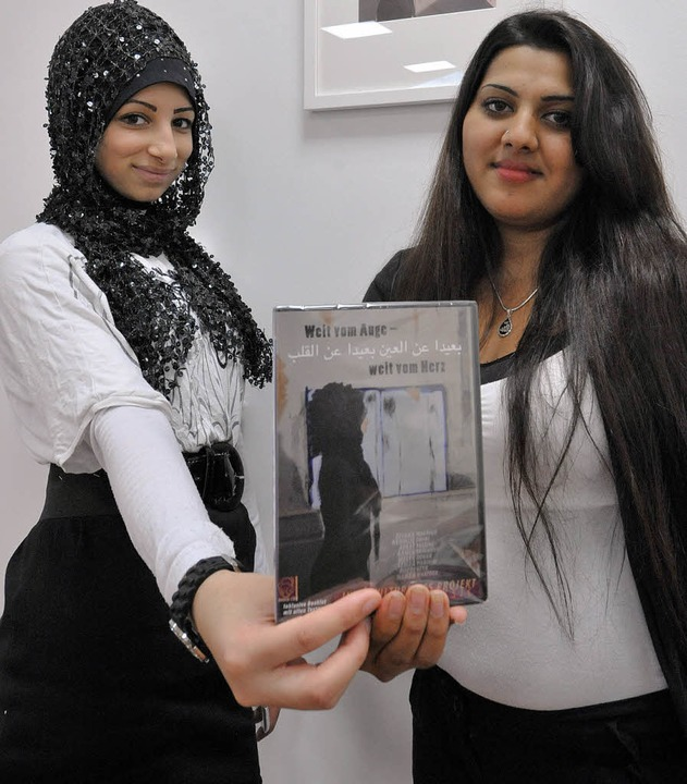 Zeinab Maatouk (links) und Nedmije Emini und ihre CD.   | Foto: m.bamberger