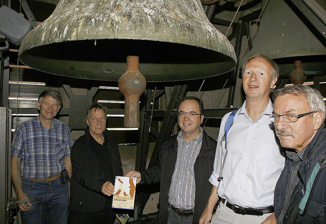 Im Glockenstuhl  von St. Nikolaus (von... Schäfer, Harry Huhn und Helmut Opitz   | Foto: heidi fössel
