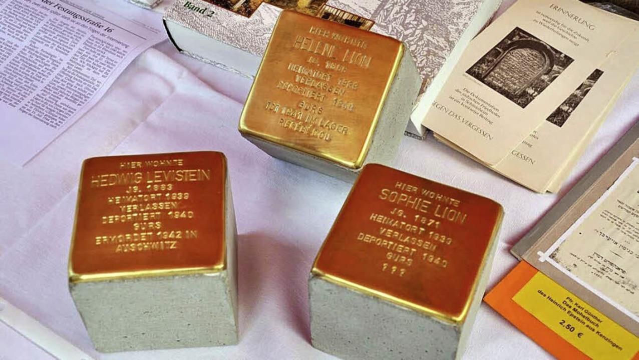 Diese drei Gedenksteine will Gunter Demnig am Donnerstag in Ettenheim verlegen.   | Foto: ARCHIV: STEFAN MERKLE
