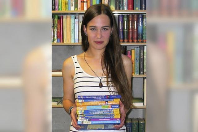 Ausbildungsberuf Buchhändlerin: Laura Spies berät vor Ort