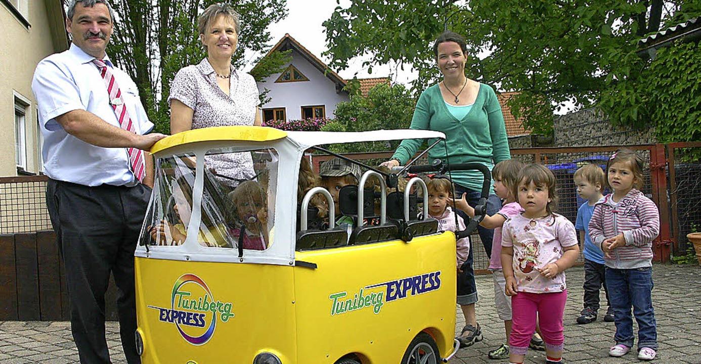 Die Wichtelgruppe des Oberrimsinger Ki...s hat einen eigenen Tuniberg-Express.     Foto: privat