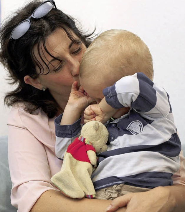 Dorothee Bockstahler mit ihrem eineinhalbjährigen Sohn Vincent  | Foto: Ingo Schneider