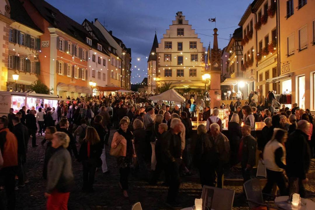Tausende von Menschen bevölkerten bei ...Endingen am Freitagabend die Altstadt.  | Foto: Martin Wendel