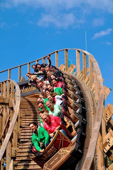 Die Sportler auf der Holzachterbahn in Rust  | Foto: Julia Flüs