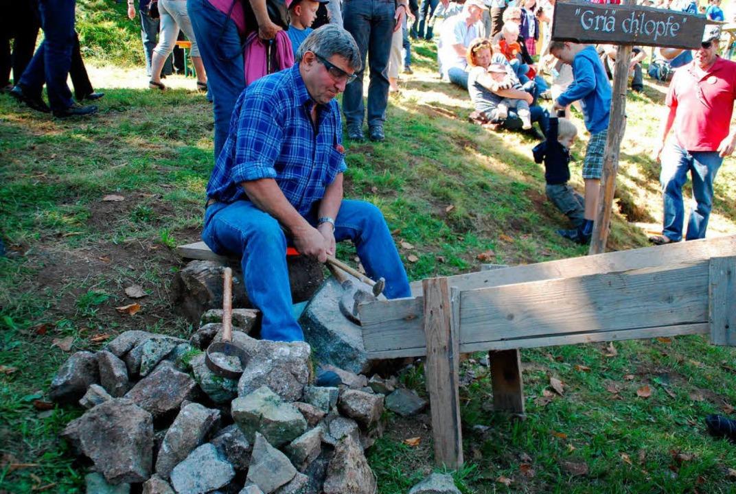 Steine schlagen war ehrliche Handarbeit.  | Foto: Edgar Steinfelder