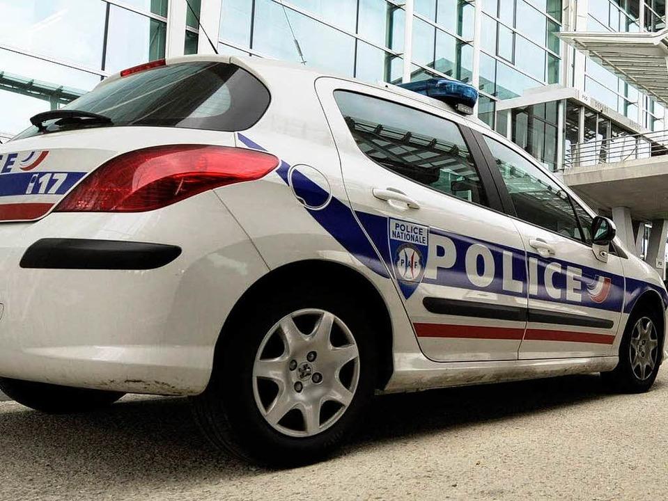 Auf einen Polizisten im Elsass wurde e...ine Kollegen ermitteln auf Hochtouren.  | Foto: dpa