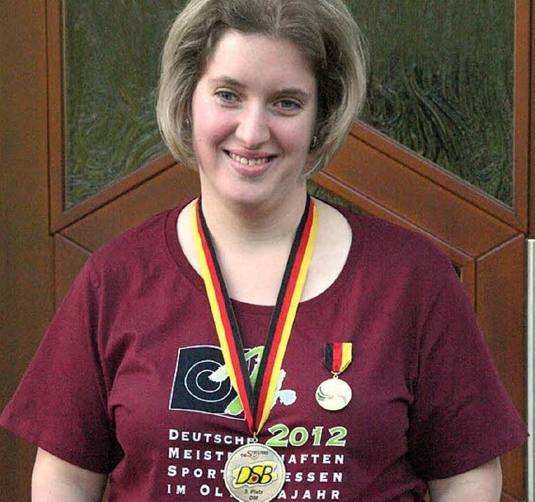 Überglücklich ist Patricia Böhler aus ...580 von 600 möglichen Ringen erkämpfte  | Foto: Karin Stöckl-Steinebrunner