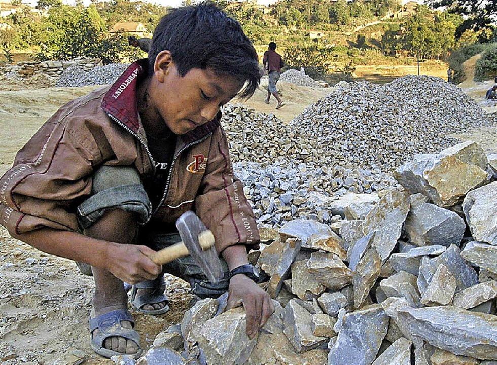 Kinderarbeit im Steinbruch ist im asiatischen Raum noch gang und gäbe.  | Foto: DPA