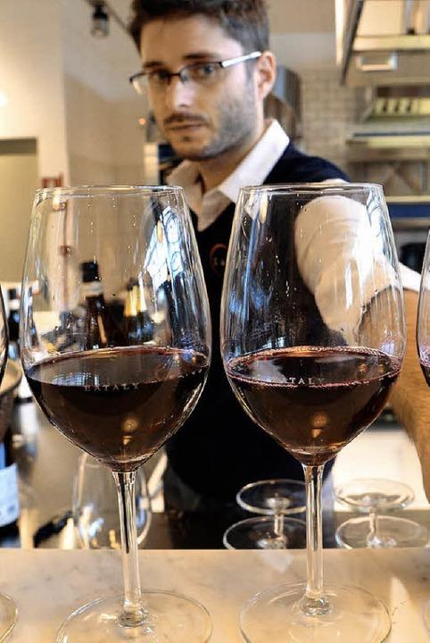 Eine Weinprobe gehört zu den  Slow Food-Aktionen am Wochenende im Museum.   | Foto: AFP