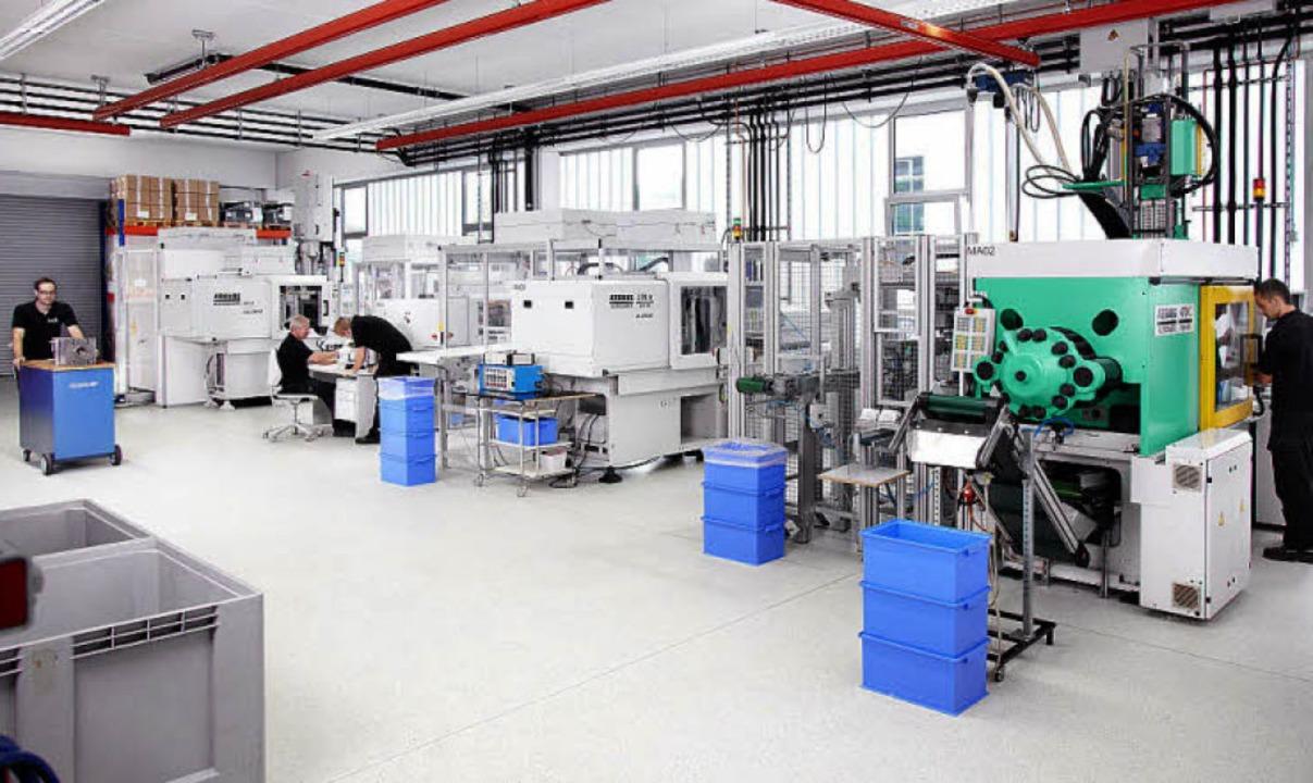 Die neue Fertigungsanlage mit Spritzgi...ter und Verpackungseinheit in Reinraum  | Foto: Pfaff GmbH