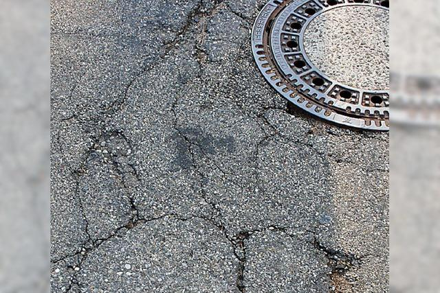 Bürger beklagen Risse in Straßen