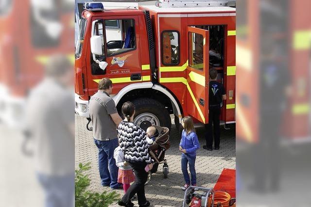 Feuerwehr freut sich über drei neue Autos