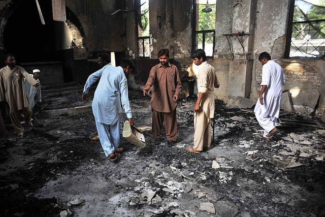 Nach Kopfgeld-Angebot muss pakistanischer Minister nicht zurücktreten