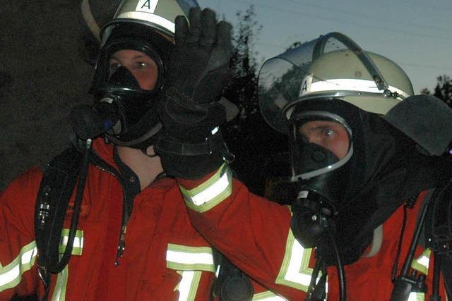 Feuerwehrleute lösen Aufgabe schnell und souverän
