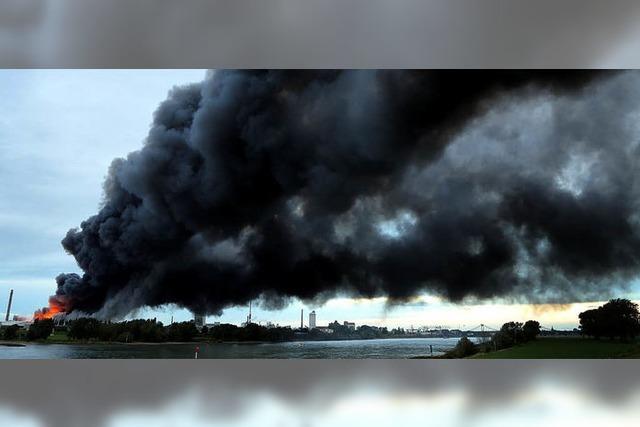 Rauch über dem Ruhrgebiet