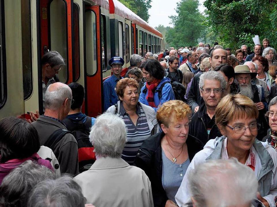 Auf dem ehemaligen Bahnhof von Neuf-Br...sässischen und südbadischen Fahrgäste.  | Foto: Kai Kricheldorff