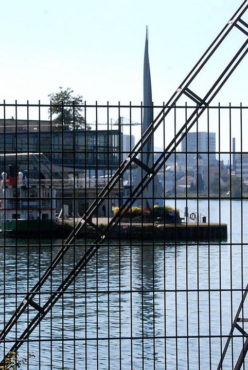 3Land-Vision: An dieser Stelle könnte ...rpylon im Kleinhüninger Hafen führen.   | Foto: Lauber
