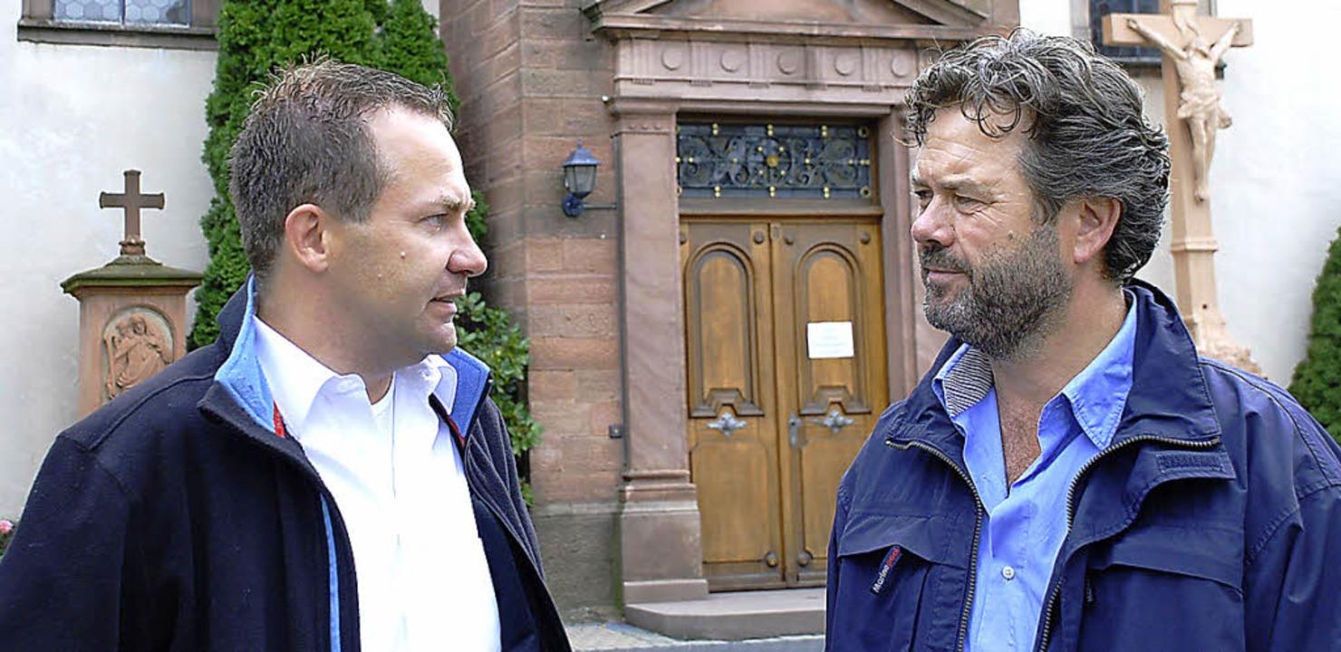 Pfarrer Gerd Möller (l.) und Joachim B...der St.-Markus-Kirche in Elgersweier.   | Foto: Siefke