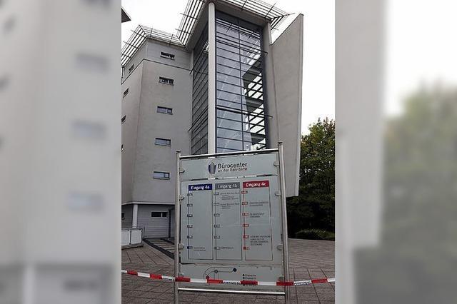 Tödliche Messer-Attacke in einem Jobcenter in Neuss