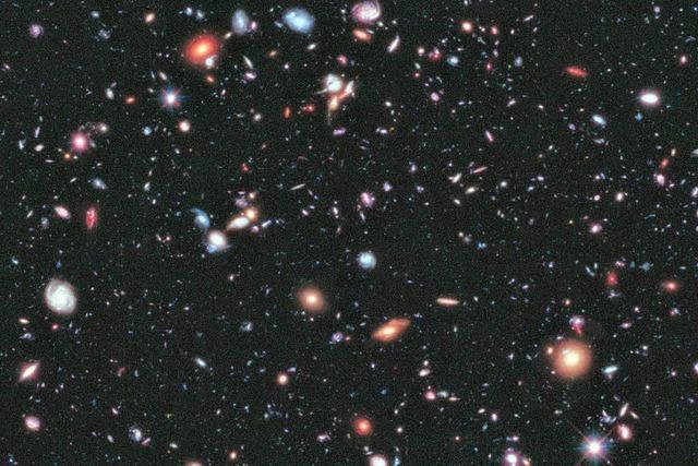 Hubble zeigt 13,2 Milliarden Lichtjahre entfernte Galaxien