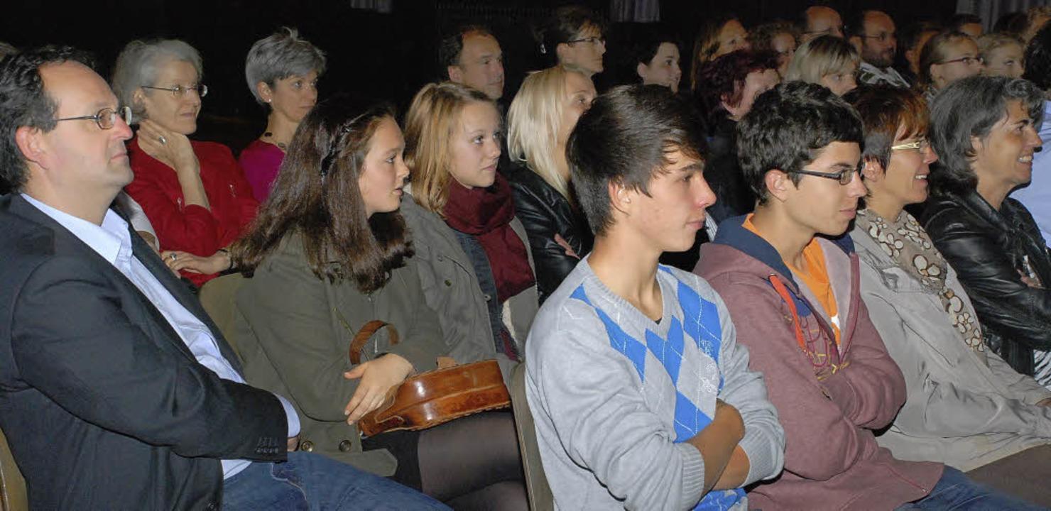 Auftakt im Schillersaal: Zur Girls&#82..., um auch den Jungs Chancen zu geben.   | Foto: Siefke