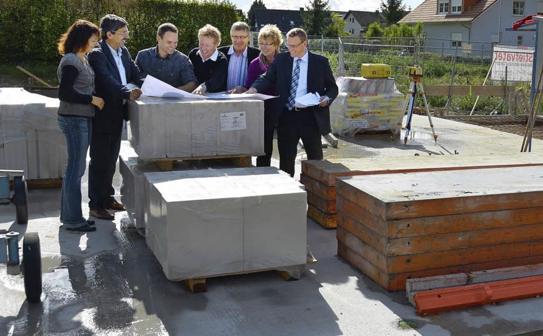 Buggingens Bürgermeister Johannes Acke...baus  in Seefelden über das Vorhaben.   | Foto: Sigrid Umiger