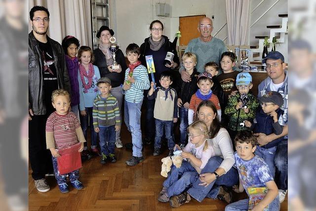 150 Kinder wandern mit