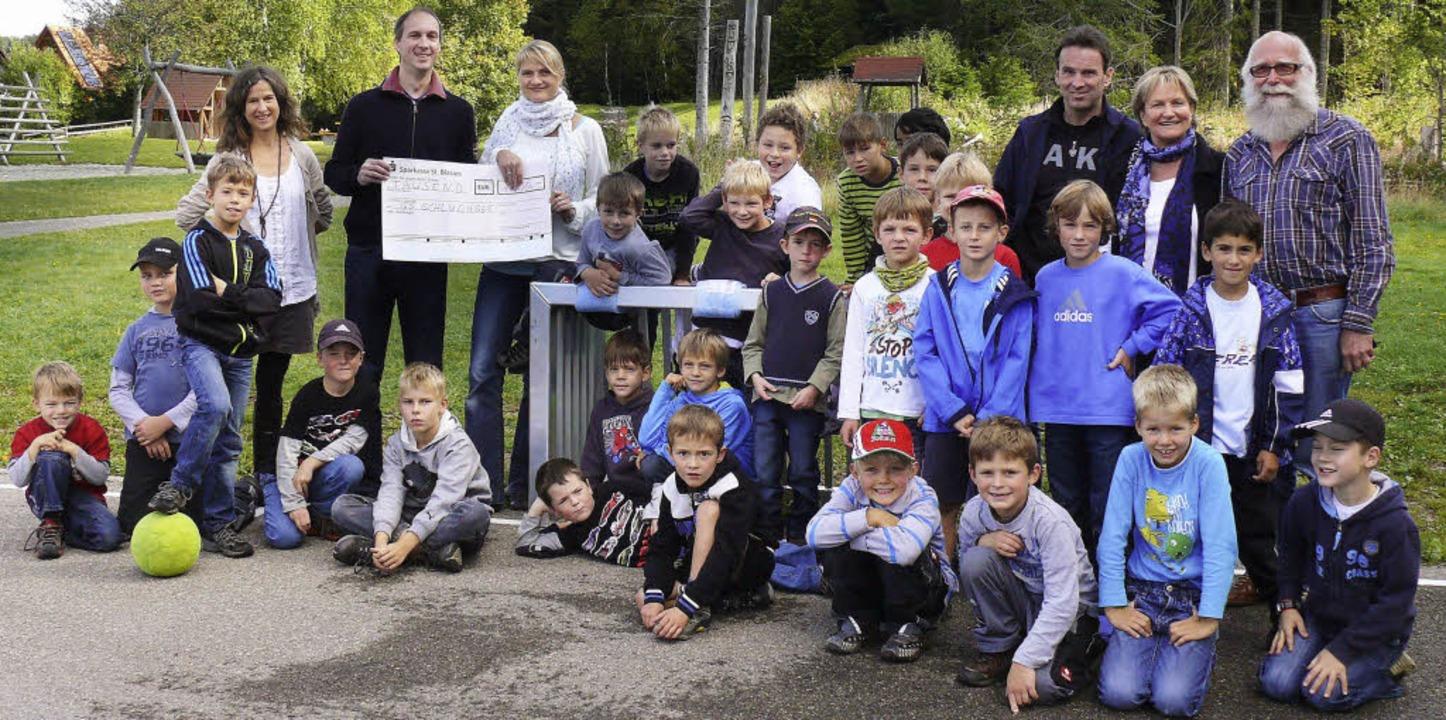 Die Grundschule Schluchsee erhielt von...alltoren für den Pausenhof gespendet.   | Foto: Ute Aschendorf
