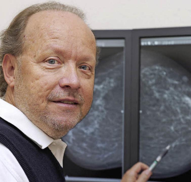 Der Lahrer Radiologe Peter Banse wirbt...ng, um Brustkreis früher zu erkennen.   | Foto: Bettina Schaller