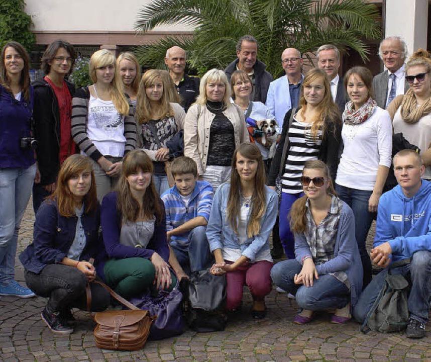Die polnischen Schüler aus Bierun info...er Rathaus über ihre Partnergemeinde.     Foto: Fässler/Kiener (3)