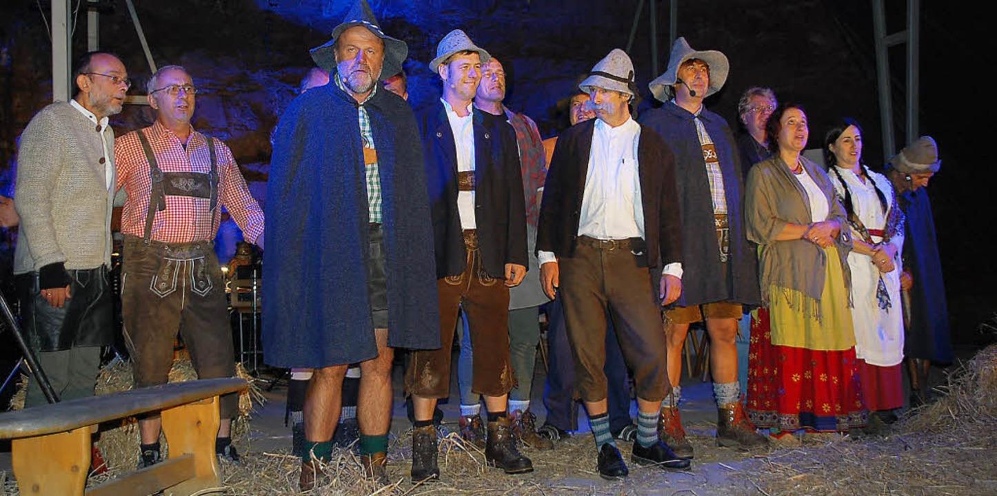 Die Hobbyschauspieler vom Musikverein ...os im Nordweiler Steinbruch in Szene.     Foto: Marion Domann
