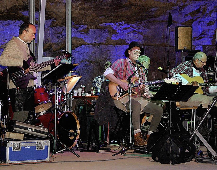 """Die """"Original-Gletscherband&#822...den musikalischen Part der Aufführung.    Foto: Marion Domann"""