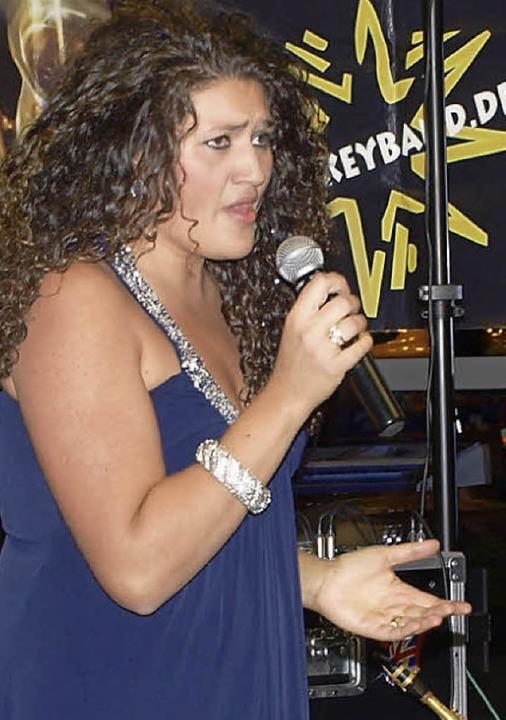 Die Gäste ließen sich vom reichhaltige... Sängerin Vanessa Calcagno verwöhnen.     Foto: Albert Greiner