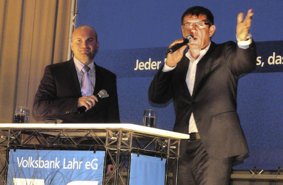 Teilmarktleiter Steffen Allgeier (link...Interview mit Helmut Dold die Bilanz.   | Foto: Reiner Beschorner