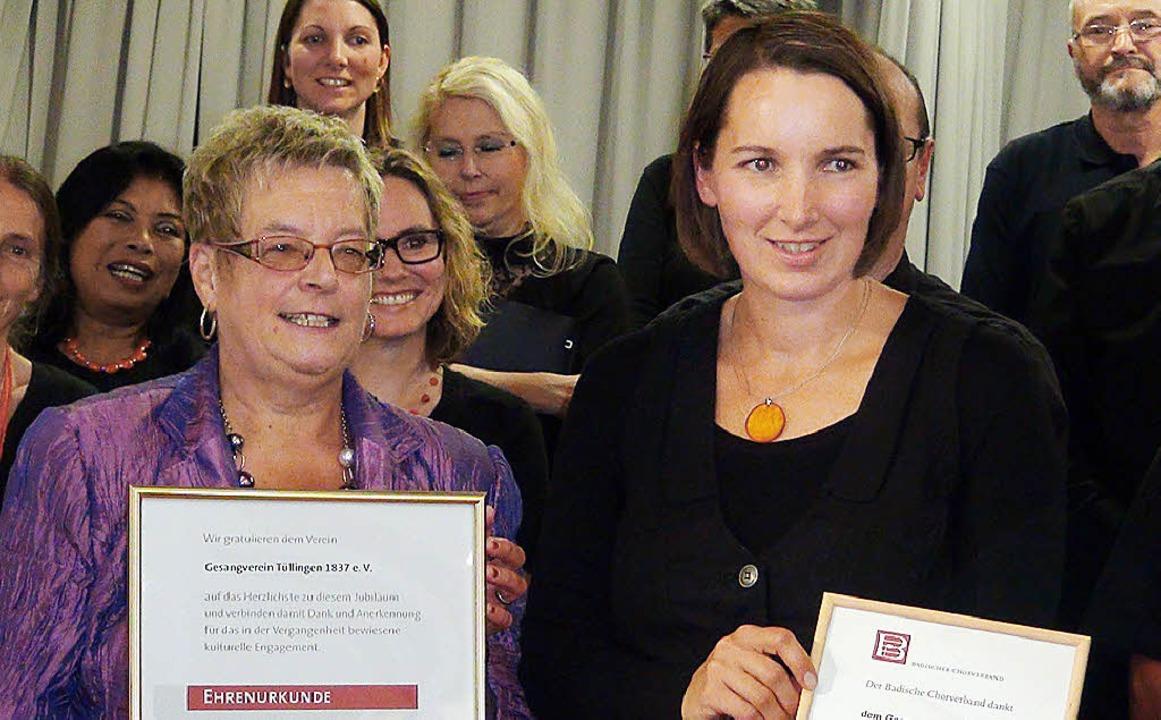 Doris Ludin vom Obermarkgräfler Chorve...chts die Vorsitzende Tanja Leischner.   | Foto: Gabriele Reinhardt