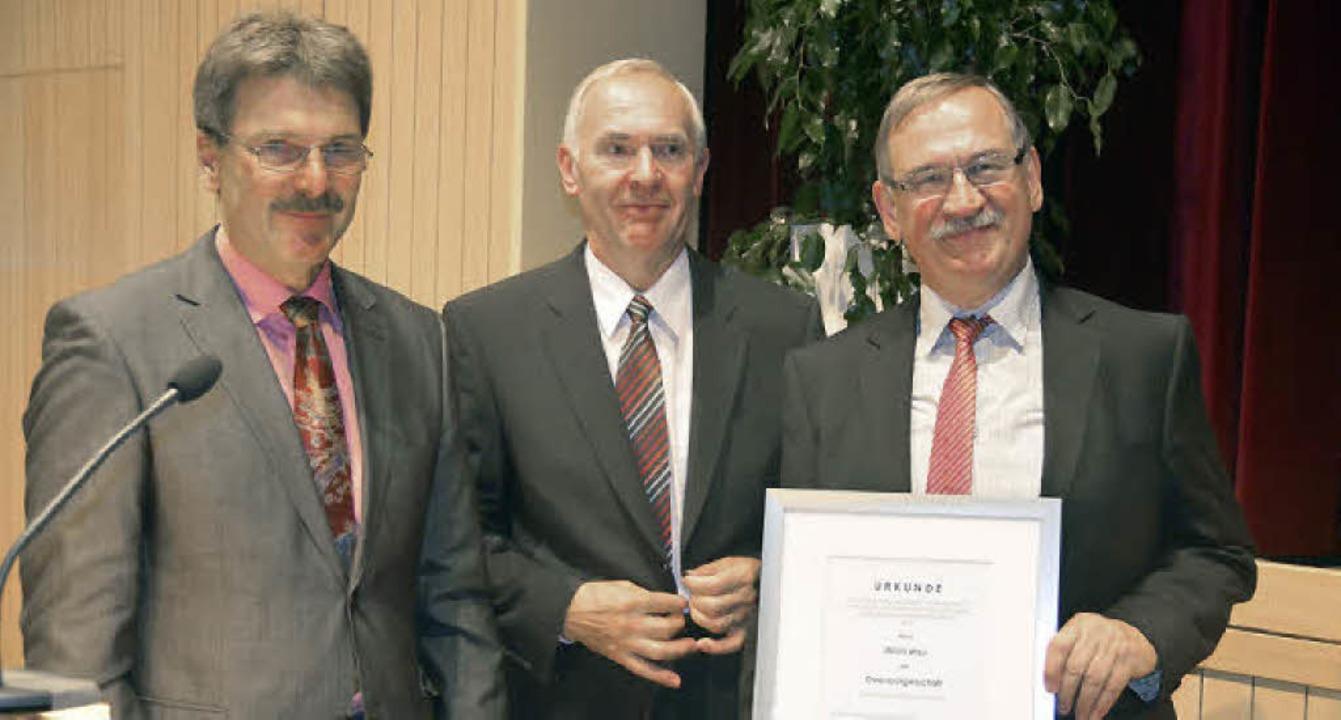 Höchste Anerkennung zollten Hans Krebs...ats mit der Ernennung zum Ehrenbürger.    Foto: Ulrich Senf