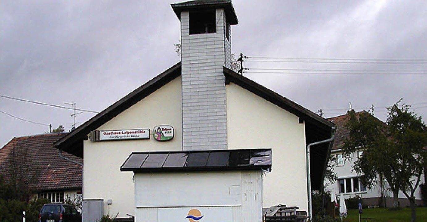 Das Gebäude des Loipenstübles (vorne) ...er Schulhauses (hinten) angeschlossen.    Foto: wolfgang adam