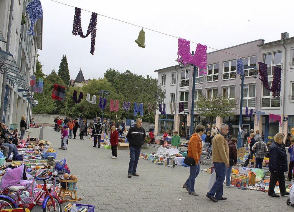 Flohmarkt und Strickaktion auf dem Pflughof    Foto: Hermann Jacob