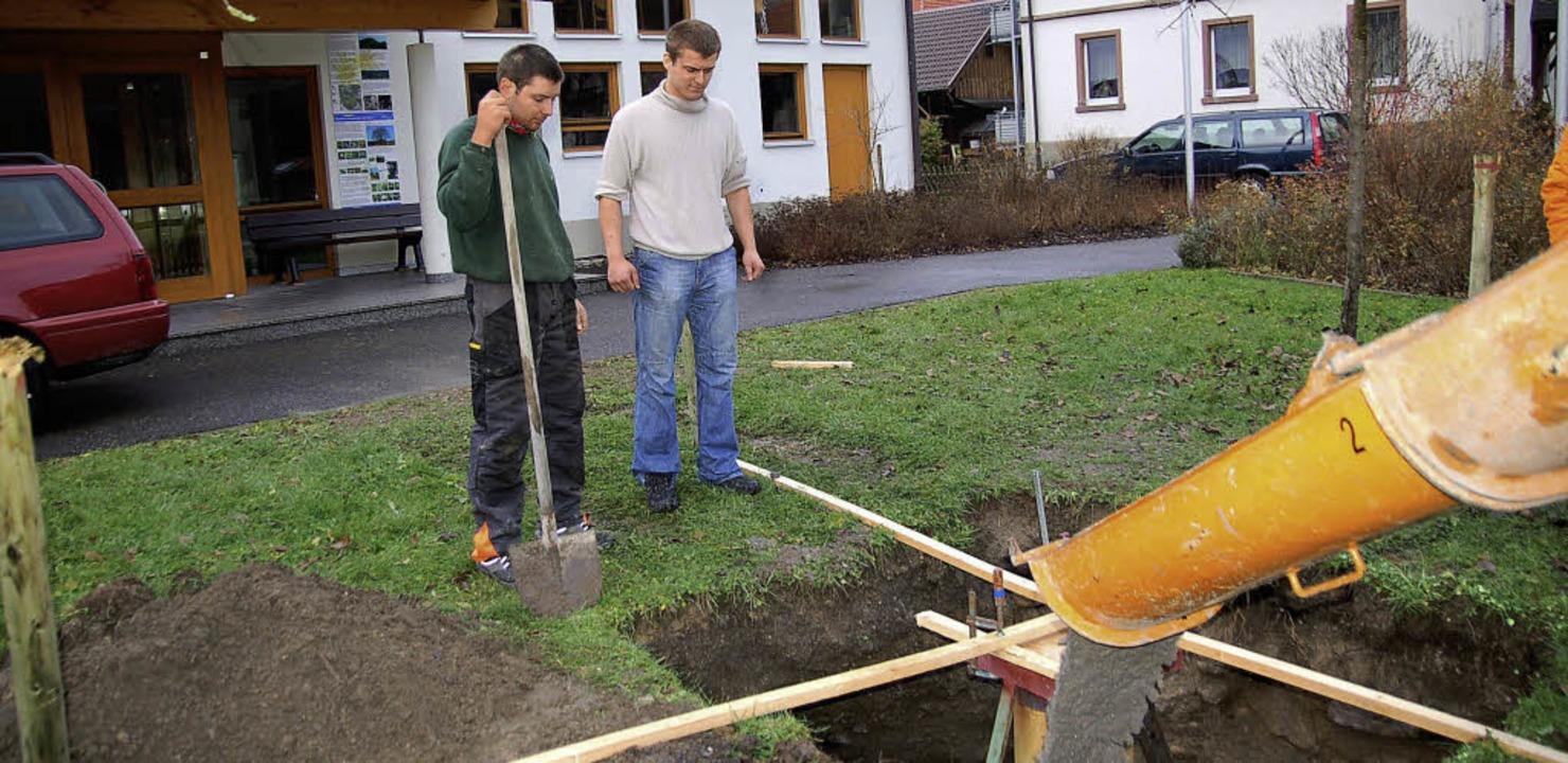 Im Jahr 2009 wurde das Fundament für d...er Beton in die Grube geschüttet wird.  | Foto: Ulrike Jäger