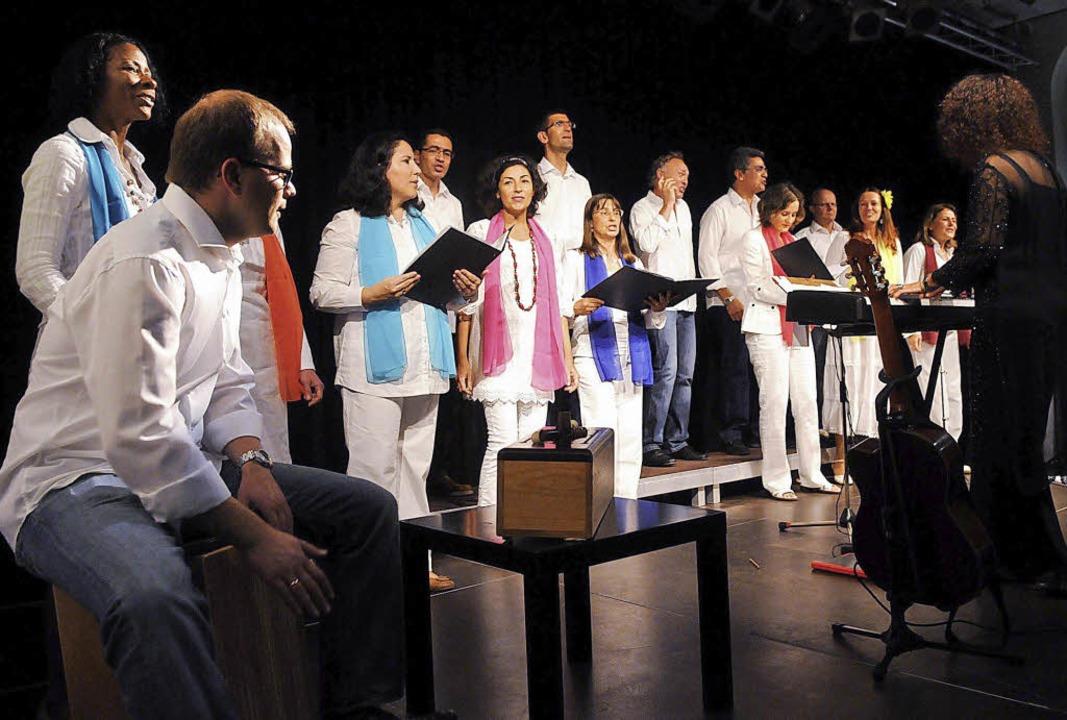 Der deutsch-brasilianische Chor Encanto bei seinem Auftritt in Lahr.    Foto: Wolfgang Künstle