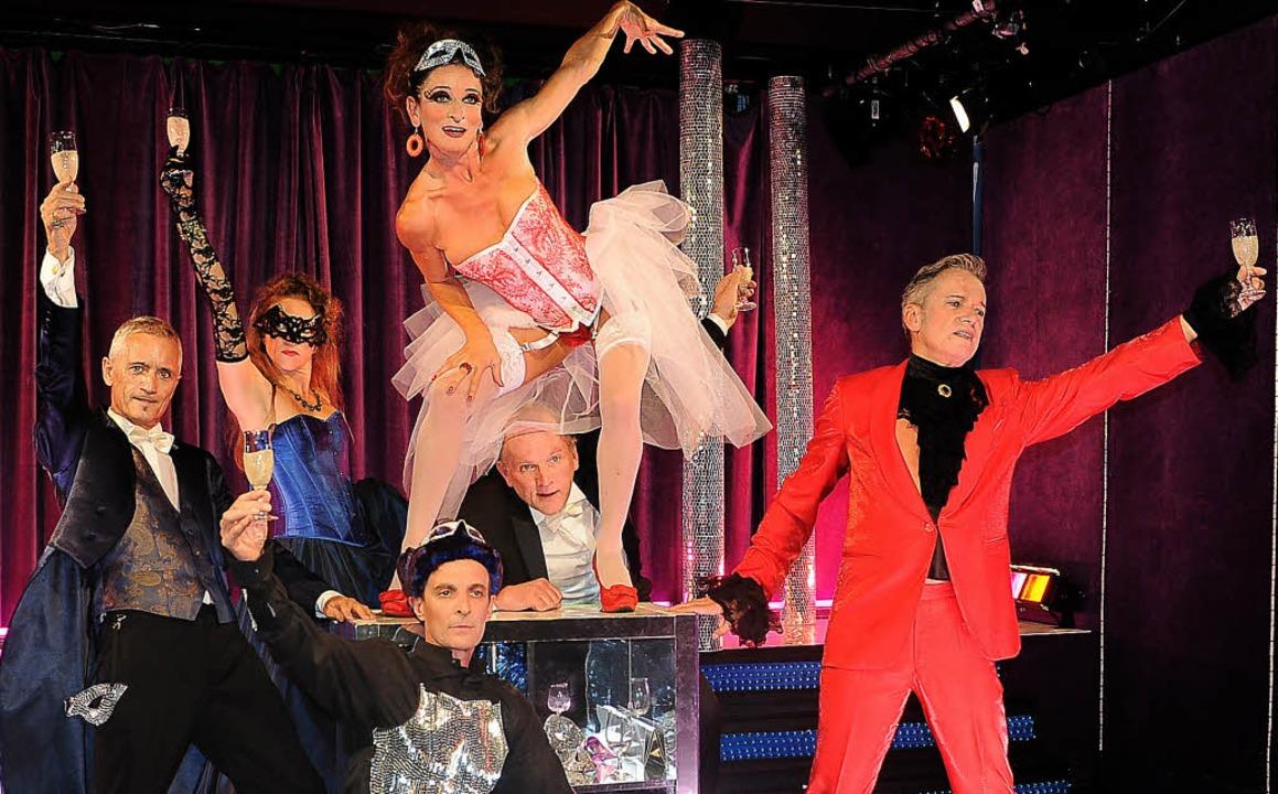 Champagner hat's verschuldet: Ensembleszene aus dem 2. Akt   | Foto: pro