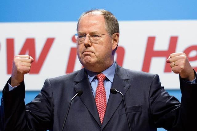 Peer Steinbrück präsentiert sich den Parteigenossen