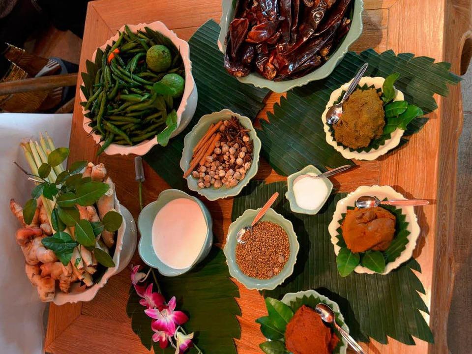 Bunt, würzig und mitunter scharf: Zutaten für eine Currypaste.  | Foto: Marius Alexander