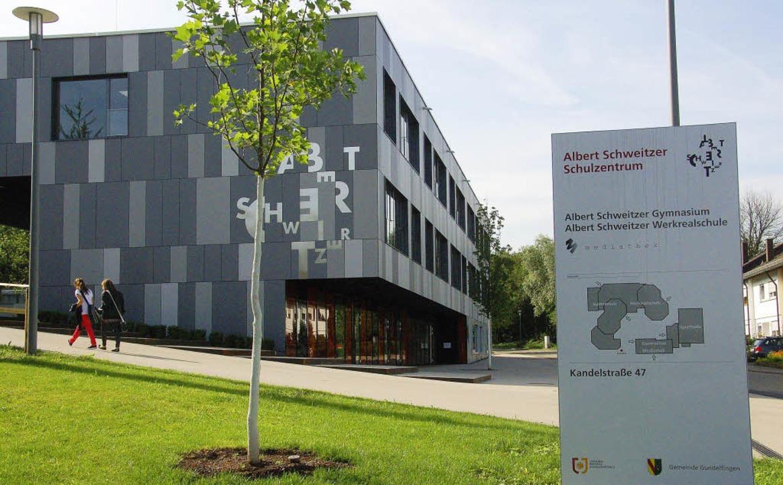 Fürs  Albert-Schweitzer-Schulzentrum k...iner  Gemeinschaftsschule vorstellen.   | Foto: Frank Kiefer