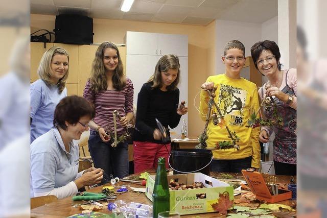 Alle Hände voll zu tun beim Erntedankfest in Schollach