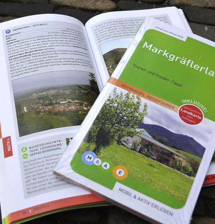 Übersicht in Text und Bild: die beiden Wohnmobil-Reiseführer zur Region.     Foto: tanja bury