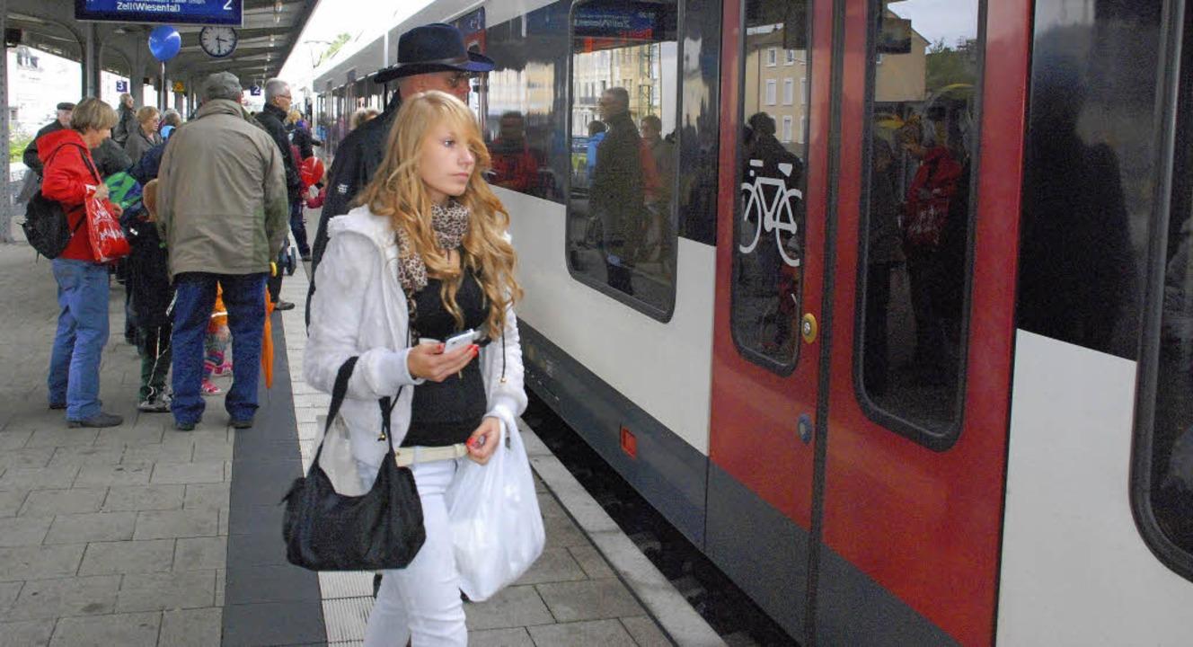 Die Haltezeiten der S-Bahn im Wiesenta...u Stoßzeiten zum Problem werden kann.   | Foto: Maja Tolsdorf/SBB